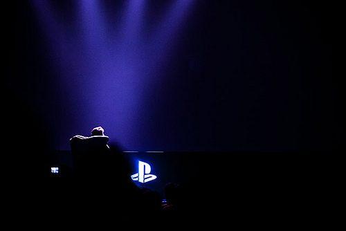 Shuhei Yoshida presenta l'interfaccia utente di PS4 al gamescom 2013