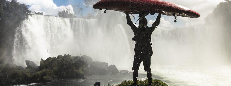 Il campione di kayak Pedro Oliva affronta una cascata di 25 metri nel nuovo filmato di Conquer the Uncharted